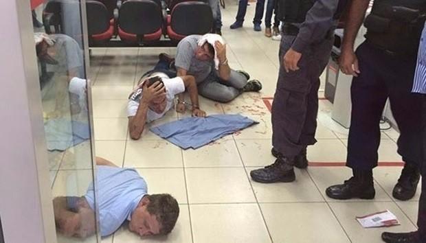 Trio foi preso dentro do BNB de Mossoró após tentativa frustrada de roubo aos malotes da agência (Foto: José Nilson/Passando na Hora)