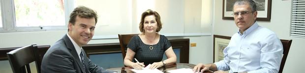 Cônsul Geral dos Estados Unidos no Recife visita Universidade (Cônsul Geral dos Estados Unidos no Recife visita Universidade (editar título))