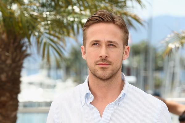 Ryan Gosling (suspiros) prova que é feito de muita paz e amor. Quando o galã viu dois homens brigando em Nova York, correu para apartá-los e conseguiu com que se entendessem.  (Foto: Getty Images)