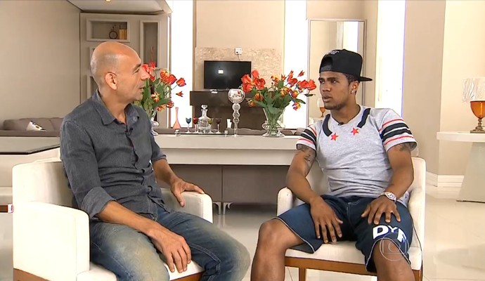 Regis Rösing e Douglas Costa (Foto: Reprodução TV Globo)