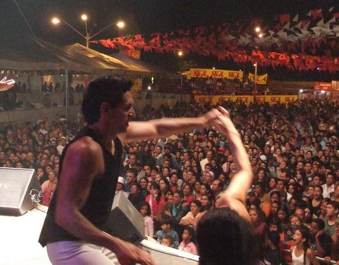 Luis Carlos, da paracanoagem, é muito grato ao cantor Frank Aguiar, de quem foi dançarino (Foto: Reprodução/Facebook)