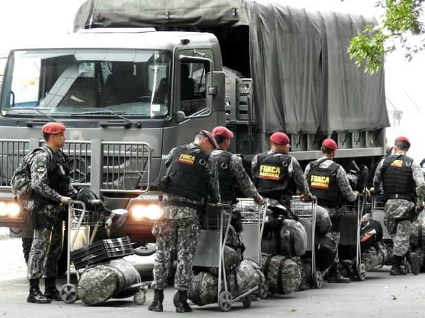 Efetivo da Força Nacional vai reforçar a segurança do entorno de cadeias  (Foto: Adneison Severiano/G1 AM)
