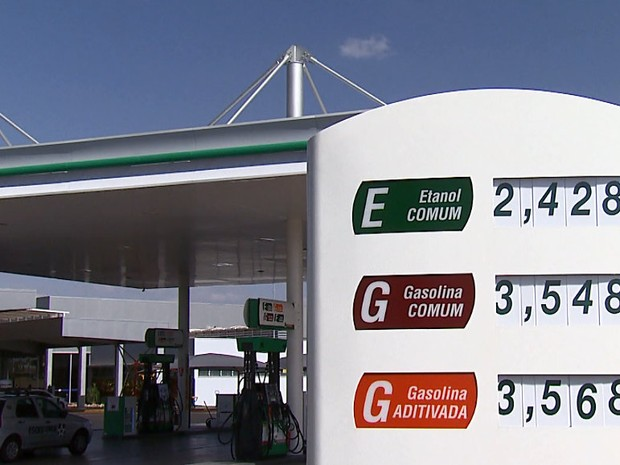 Aumento no valor do etanol assustou moradores que abasteceram em São Carlos (Foto: Felipe Lazzarotto/EPTV)