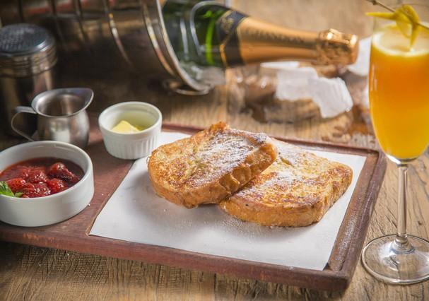 French Toast é clássico do brunch. Aprenda a fazer