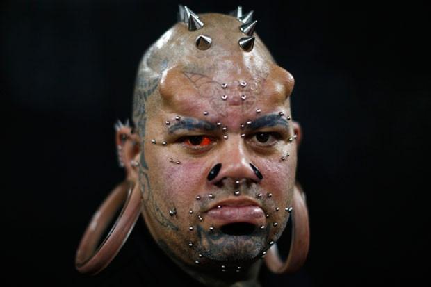 Kala Kaiwi é adepto de modificação corporal extrema (Foto: Jorge Silva/Reuters)