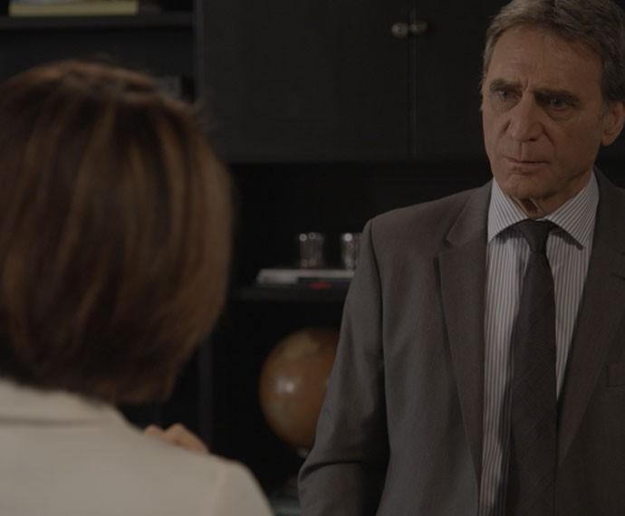 Será que Otávio vai acietar o fim do romance numa boa? Pela cara... (Foto: TV Globo)