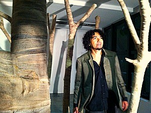 O artista Jandr Reis apresenta 'Despaisagem' (Foto: Mônica Dias)