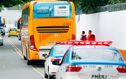 ônibus botafogo polícia (Foto: André Mourão / Agência O Dia / Agência Estado)
