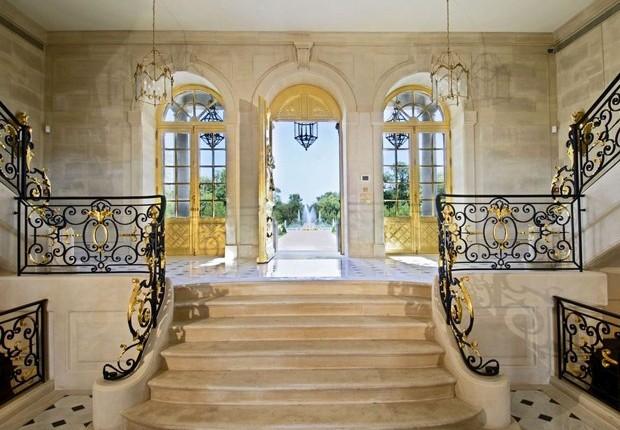 Entrada do Chateau Louis XIV  (Foto: Reprodução cogemad.com)
