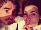 Letícia Colin faz graça em foto com Michel Melamed