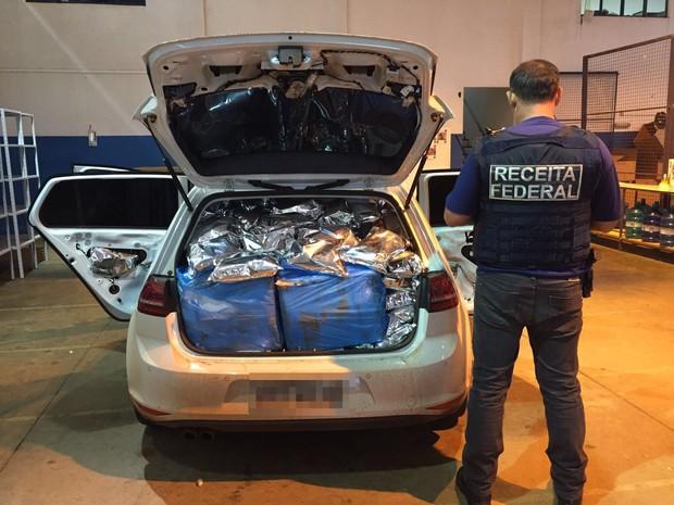 Carro com 700 kg de agrotóxicos é apreendido em lava a jato de Foz (Foto: Divulgação/ Receita Federal)