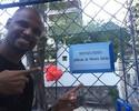 Ídolo também na escola: homenageado, Jefferson batiza quadra de colégio no RJ