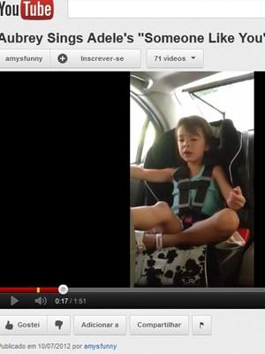 Aubrey Anderson-Emmons canta 'Someone like you' em vídeo (Foto: Reprodução)