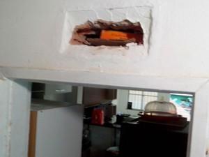 Cocaína foi encontrada dentro de parede com imóvel em Salvador (Foto: Divulgação/Polícia Civil)