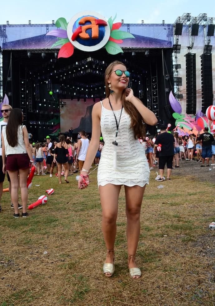 Maria Eduarda Montelli optou por vestido de crochê (Foto: Igor Grossmann/RBS TV)