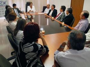Governadora Rosalba Ciarlini e equipe de secretários se reúnem com representantes do Conselho Federal de Medicina (Foto: Ricardo Araújo/G1)