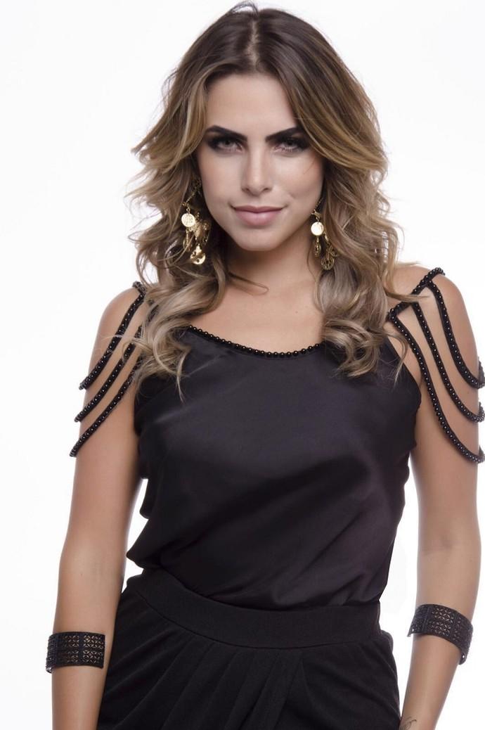 Erika apostou no preto para o dia de Atena  (Foto: Divulgação)