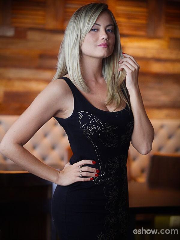 A atriz conta que tem cuidados com o corpo e os cabelos (Foto: Pedro Curi/ Tv Globo)
