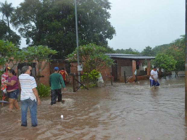 Com chuva, nível de rio sobe e enchente traz estragos a Rio Verde de Mato Grosso MS (Foto: Paulo Sergio/Prefeitura de Rio Verde)