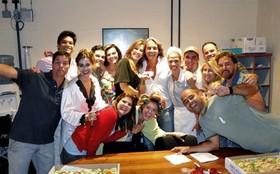 Claudia Raia arma festa surpresa para Alexandre Borges