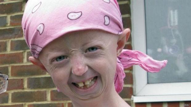 Hayley Okines escreveu sua autobiografia aos 14 anos (Foto: BBC)