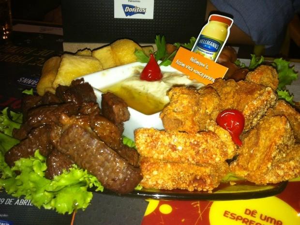 'Quarteto fantástico' concorre com torresmo, carne de sol, linguiça de porco, mandioca com manteiga de garrafa e creme de jiló (Foto: Piero Caíque / G1 AM)