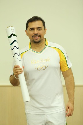 Xand durante a passagem da tocha olímpica por Fortaleza, no Ceará (Foto: Nara Fassi/ Ag. FPontes/ Divulgacao)