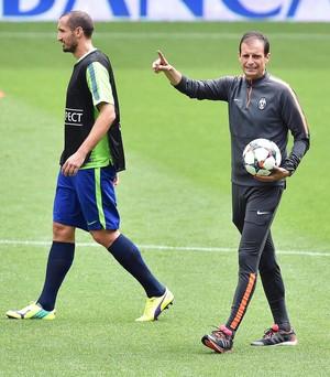 Chiellini e Allegri treino Juventus (Foto: EFE/Alessandro Di Marco)