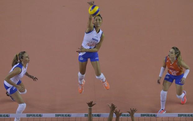 Jaqueline, Minas x Osasco Superliga feminina de vôlei (Foto: Douglas Magno/VIPCOMM)