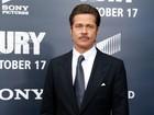 De bigode, Brad Pitt desfila toda a sua beleza em première