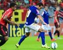 Charles, do Cruzeiro, fura a bola e leva o lance mais bizarro da 16ª rodada