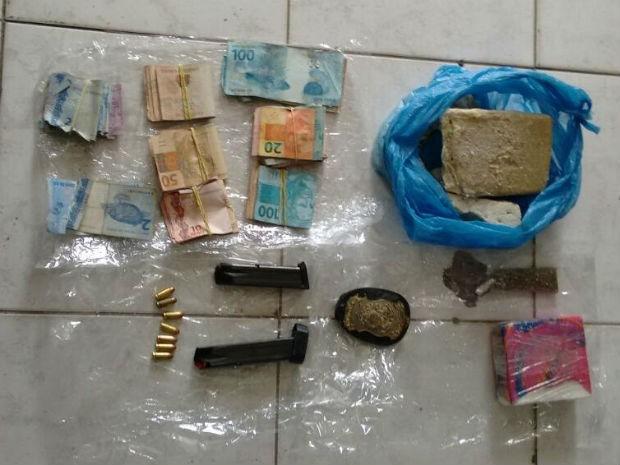 Operação apreendeu armas e drogas na Ilha de Itaparica (Foto: Divulgação/Polícia Civil)