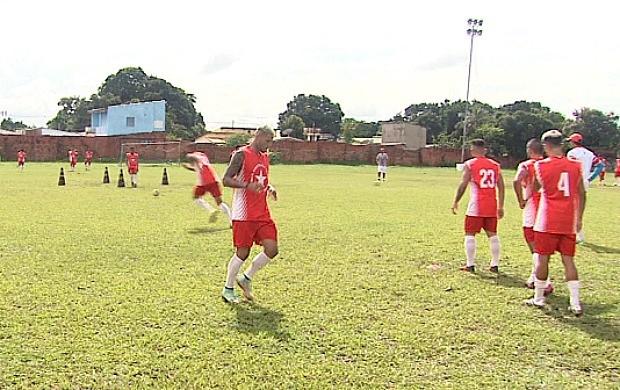 Time do Rio Branco-AC em um dos últimos treinamentos, no CT José de Melo, antes da estreia contra o Figuerense (Foto: Globo Esporte Acre)