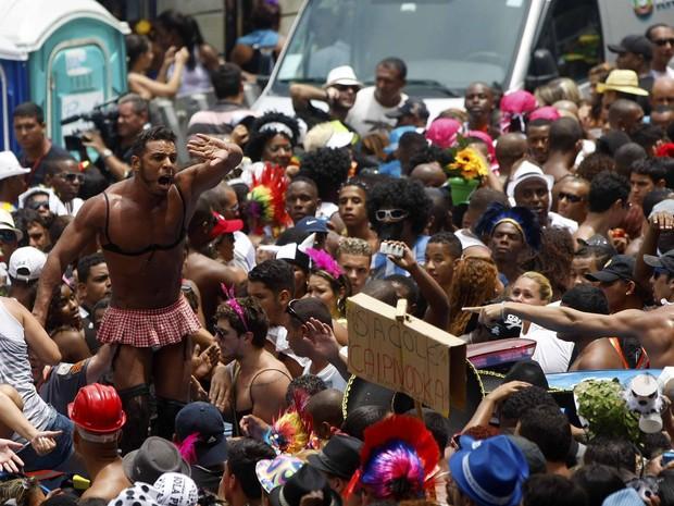 Multidão teve dificuldades para se dispersar e muitos subiram nos carros. (Foto: Marcelo de Jesus)