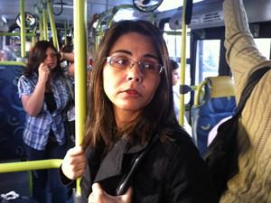 Vendedora vai cancelar contrato com estacionamento depois de novas faixas (Foto: Letícia Macedo / G1)