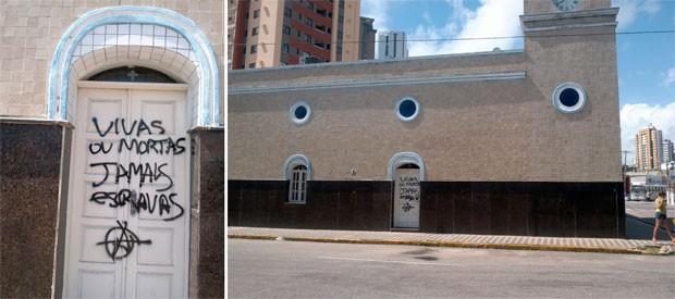 Igreja do Bom Jesus, na Ribeira, teve as portas pichadas (Foto: Ismael Silva)