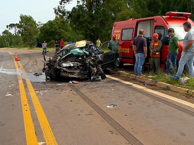 Acidente na BR-285, em Caseiros, RS, deixa quatro pessoas mortas (Foto: Reprodução/RBS TV)