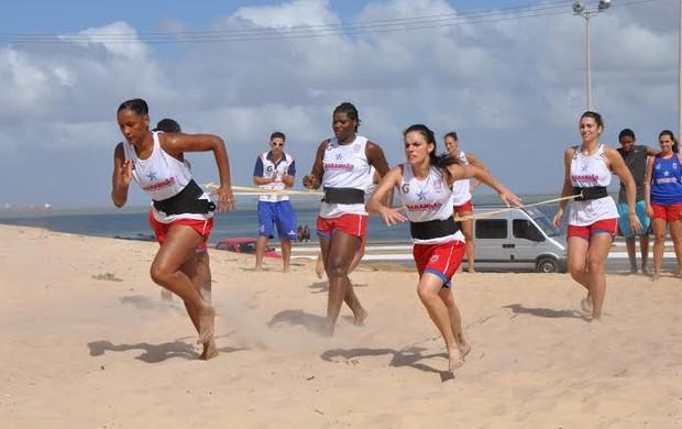 Jogadoras do Maranhão Basquete treinam na praia em São Luís (Foto: Biaman Prado/MB/Divulgação)