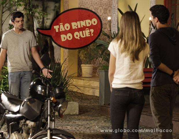 Bruno fica boladão quando vê os dois juntos (Foto: Malhação / TV Globo)