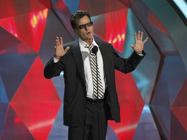 O ator Charlie Sheen no MTV Movie Awards; ele entregou o prêmio de melhor filme cult no evento (Foto: Mario Anzuoni/Reuters)