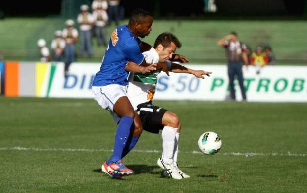 Everton Ribeiro, do Coritiba, em lance do jogo contra o Cruzeiro (Foto: Divulgação/Site oficial do Coritiba)