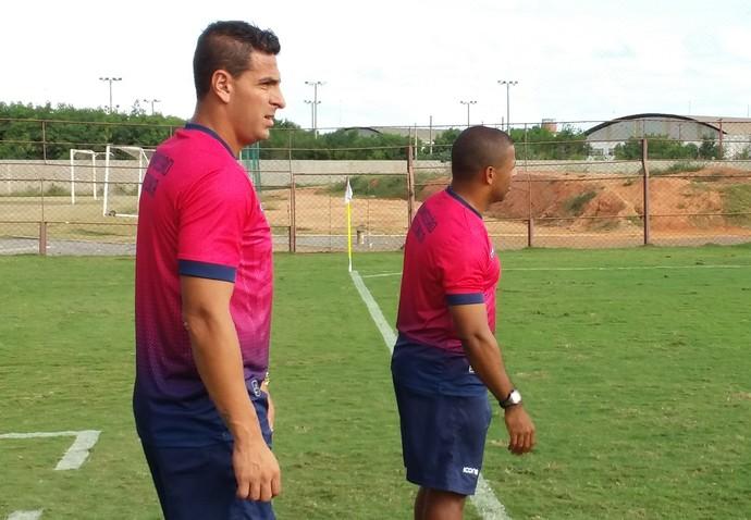 Estevão faz uma dobradinha dentro de campo com o técnico Wagner Nascimento (Foto: Richard Pinheiro/GloboEsporte.com)