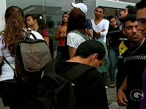 Estudantes fazem manifestação em frente à Reitoria do IF Sertão-PE (Foto: Reprodução/TV Grande Rio)