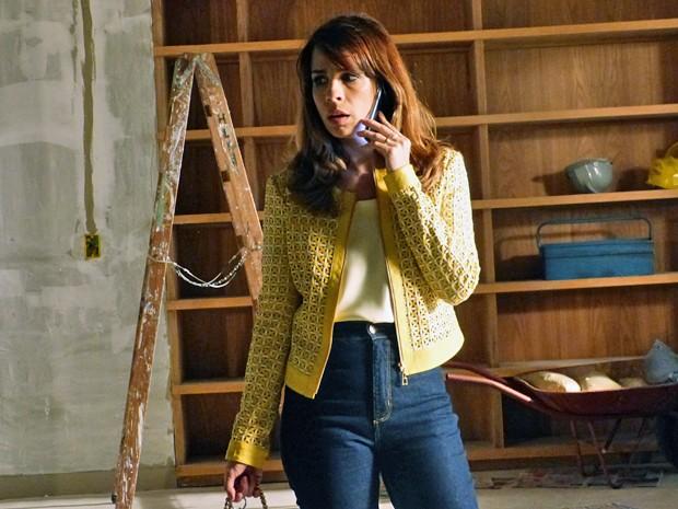 Danielle fica chocada ao encontrar o apartamento vazio (Foto: Império / TV Globo)