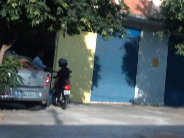 Vídeo mostra momento em que servidor do Detran recebe propina em Goiânia, Goiás (Foto: Divulgação/Polícia Civil)