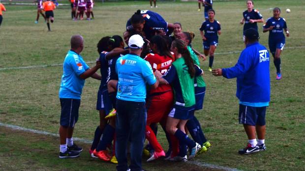 São José Futebol Feminino comemora gol contra Ferroviária (Foto: Danilo Sardinha/Globoesporte.com)