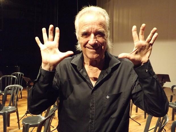 Maestro João Carlos Martins homenageia os 10 anos da TV TEM (Foto: Alan Schneider / G1)