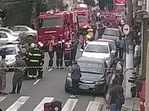 Rua de academia que explodiu é interditada (Foto: Vinicius de Oliveira Freitas / internauta)