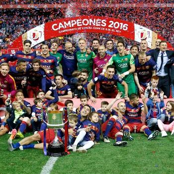 Daniel Alves título Copa do Rei Barcelona (Foto: Reuters)
