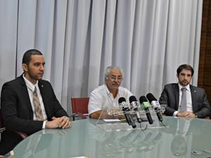 Em coletiva, governo entrega gestão de imigrantes ao governo federal (Foto: Iryá Rodrigues/G1)